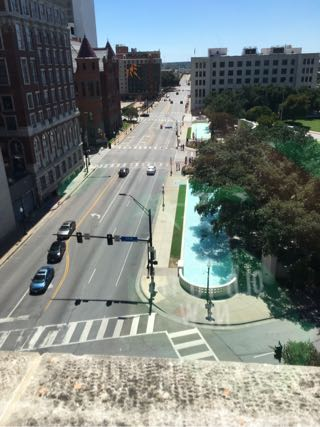 テキサス教科書倉庫ビルからJFK暗殺現場をオズワルドと同じ視点で見る